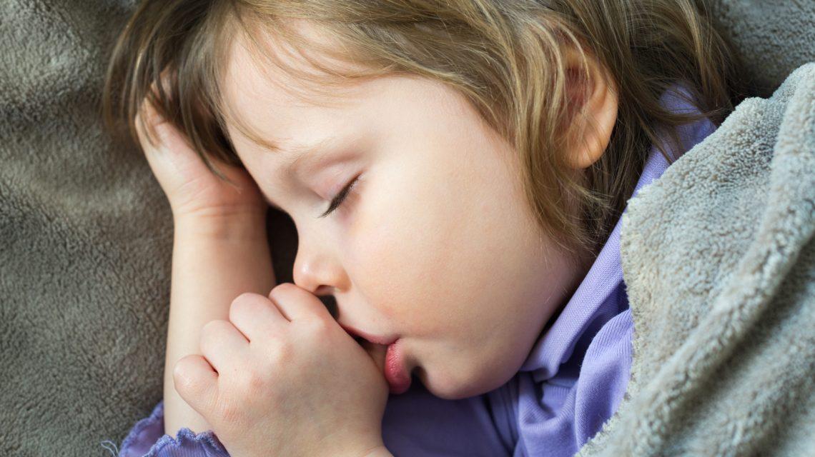 راهکارهای مواجهه با انگشت مکیدن در کودکان
