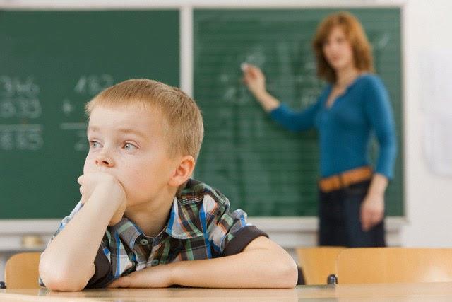 مشکلات کودکان بیش فعال - نقص توجه در دوره دبستان