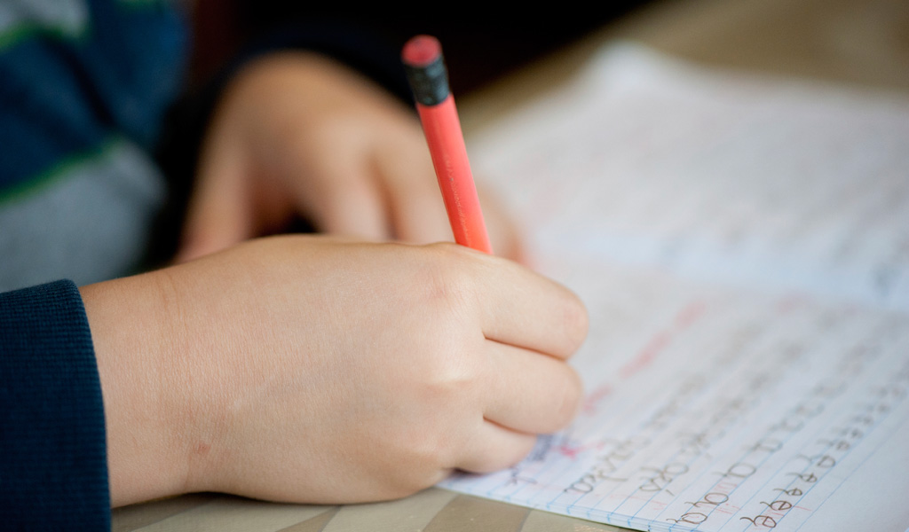 کودکان با دشواری هایی در دست خط یا تحریر