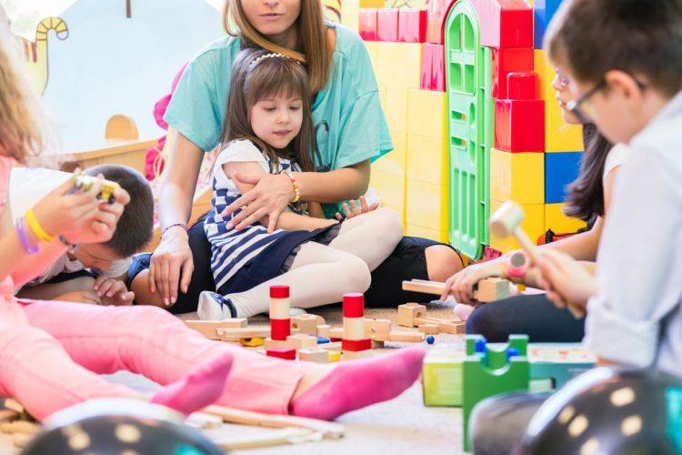 کودکان خجالتی و تاثیر بازی درمانی بر روی آنها